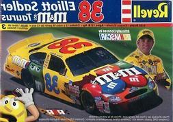 Revell 1:24 #38 Elliott Sadler M&M's Taurus NASCAR Plastic M