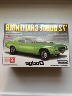Lindberg 1:25 scale 1972 Dodge Challenger model car kit