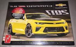 AMT 1/25 2017 Chevy Camaro SS 1LE Plastic Model Kit AMT1074M
