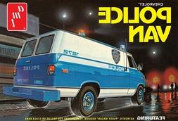 AMT1123 - Chevrolet Police Van 1/25 Scale Plastic Model Kit