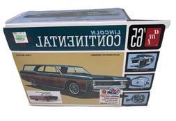 AMT 1965 Lincoln Continental - Plastic Model Car Kit - 1/25