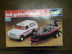 1991 Revell GONE FISHING SET Model Kit Boat & Trailer NEW Op