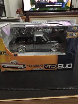 2004 Jada Toys Dub City Dubshop Model Kit 1972 Chevy Cheyenn