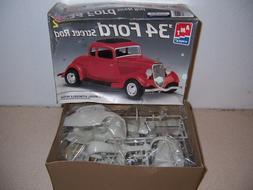 '34 Ford Street Rod AMT 1/25 Complete & Unbuilt