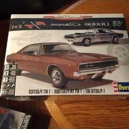 REVELL '68 DODGE CHARGER R/T 2'n 1 MODEL KIT 1/25 SCALE Free