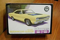 AMT '68 PLYMOUTH ROAD RUNNER 1/25 SCALE MODEL KIT ... Build