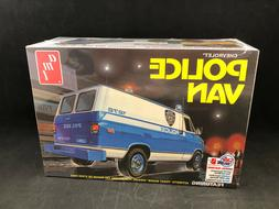AMT Chevrolet Police Van 1:25 Scale Plastic Model Kit 1123 N