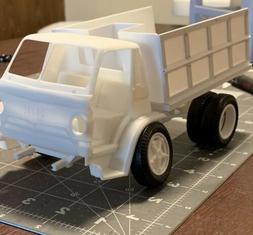 Lindberg Dodge L-700 Tilt Cab Dump Truck Model Kit 1/25 scal