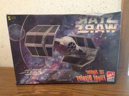 AMT Ertl 8275 Star Wars Tie Fighter Flight Display Model Kit