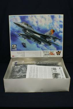 AFV Club F-16B Block 20 & AN/VDS-5 Lorop-EO 1:32 Airplane Mo