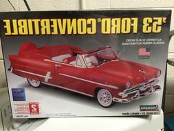FORD 1953 LINDBERG CONVERTIBLE MODEL CAR KIT NEW 72195 2006