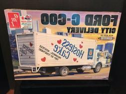 AMT Ford C-600 City Delivery Hostess 1:25 scale model truck