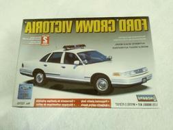 LINDBERG FORD CROWN VICTORIA POLICE CAR MODEL KIT NEW FACTOR