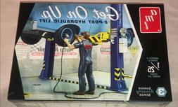 AMT Garage Accessory Set 3 Get On Up Car Lift 1:25 scale mod