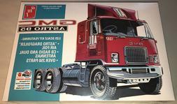 AMT GMC Astro 95 Semi Tractor 1:25 scale model truck kit new
