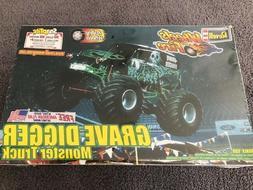 Revell GRAVE DIGGER MONSTER TRUCK 1/25 Scale Model Kit  ***S