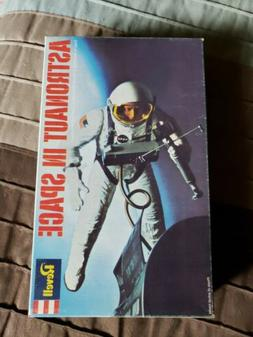 REVELL H-1841 ASTRONAUT IN SPACE Model Kit NEW! Complete!