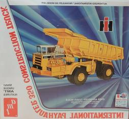 INTERNATIONAL PAYHAULER 350 CONSTRUCTION TRUCK AMT 1:25 SCAL