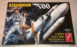 AMT James Bond 007 Moonraker Shuttle with Boosters 1:200 sca