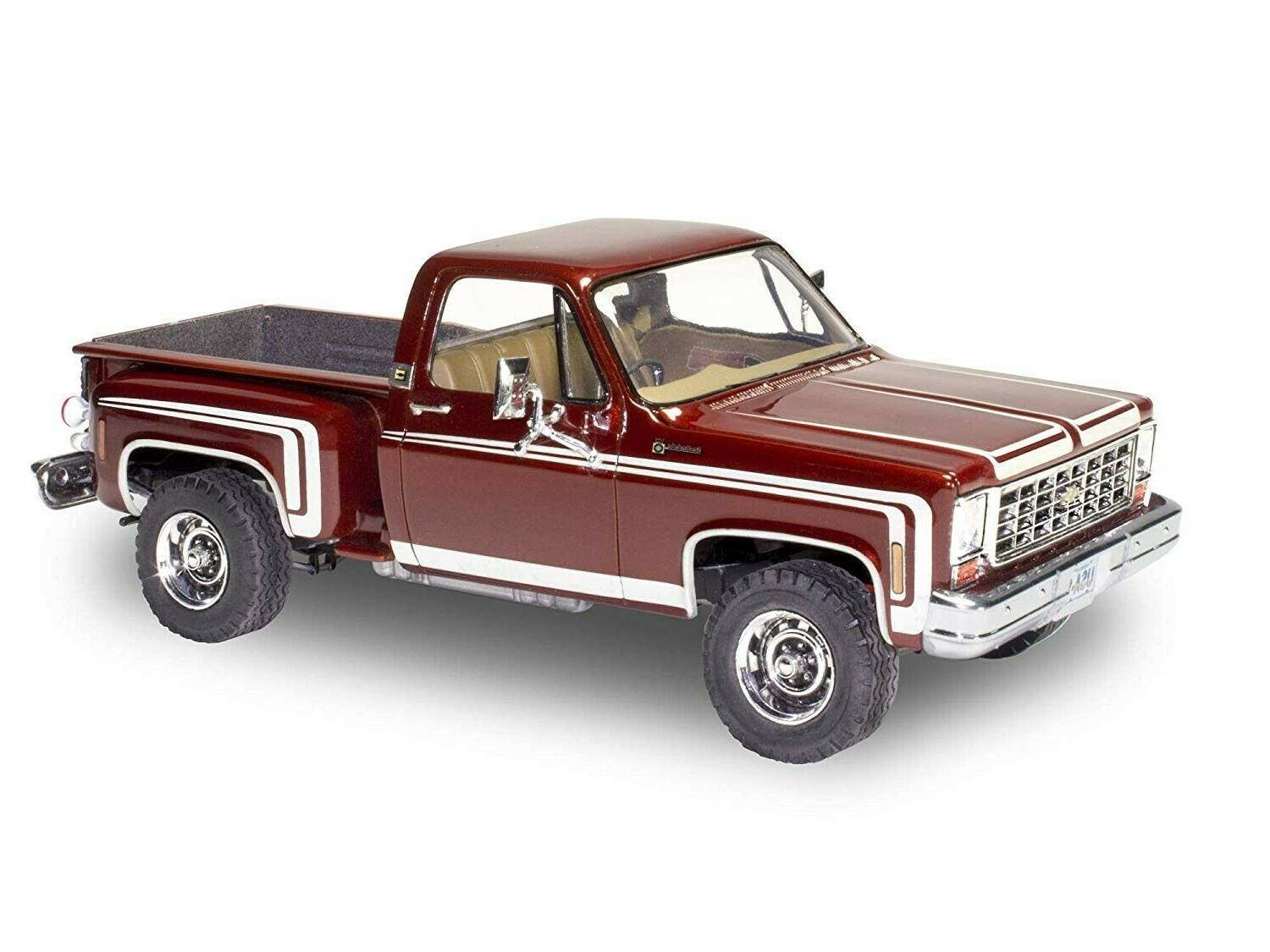 Revell Chevy Sport Stepside scale car kit new