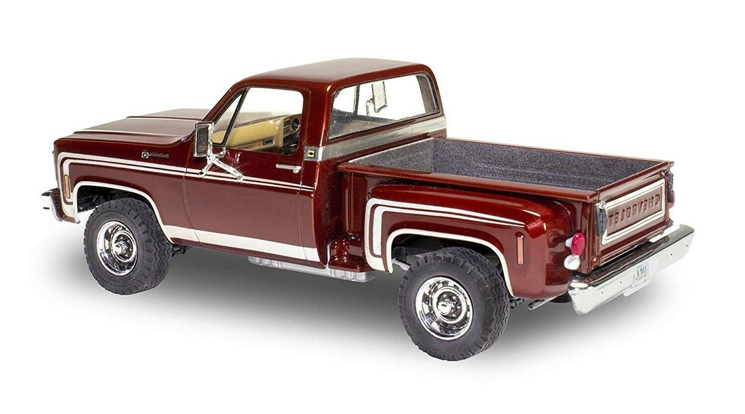 Revell Sport Stepside 1:24 scale new