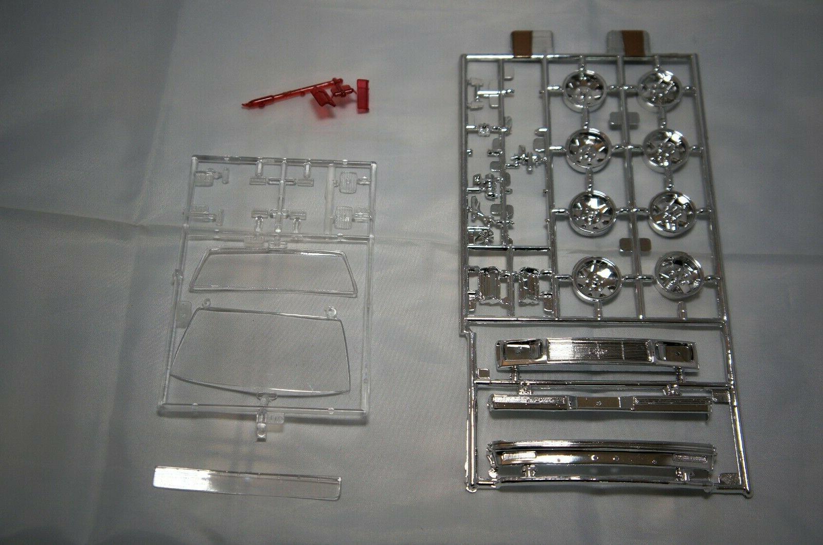 Lindberg GMC Sonoma Racer 1/20 Scale Plastic Model