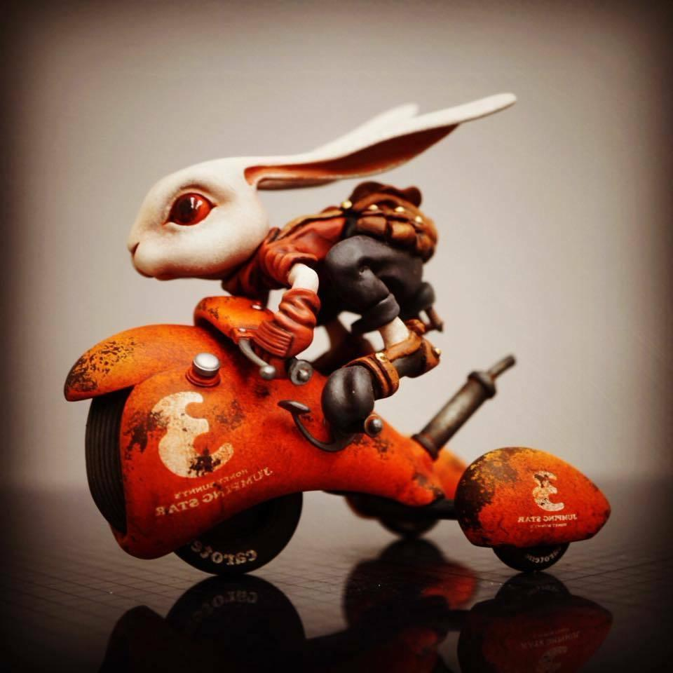Resin Figure WF2018 Rabbit with Moto Unpainted Garage Model