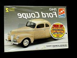 Model Kit 1940 Ford Coupe 2n1 Kit AMT 1:25