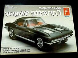 Model Kit 1963 Chevrolet Corvette Stingray 3n1 Kit AMT 1:25
