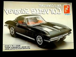 Model Kit 1963 Chevrolet Corvette Stingray 3n1 Kit AMT 1:25