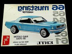 Model Kit 1966 Ford Mustang Hardtop 2n1 Kit AMT 1:25 Vintage
