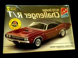 Model Kit 1970 Dodge Challenger 440 R/T AMT 1:25