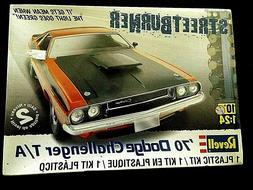 Model Kit 1970 Dodge Challenger T/A 2n1 Kit Revell Streetbur