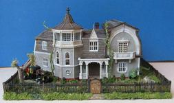 MUNSTERS HOUSE MOEBIUS KIT~BUILT BUILDING~MODEL~1:87 HO SCAL