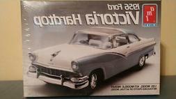 New AMT ERTL 1:25 scale 56 Ford Victoria Hardtop 1956 plasti