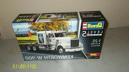 New Revell kenworth w-900 1/25th scale 07659
