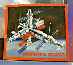 NEWRAY SPACE ADVENTURE MODEL KIT - MIR SPACE STATION - Plast