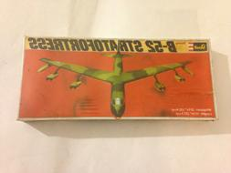 RARE 1976 Revell Airplane Model kit Boeing B-52 Stratofortre