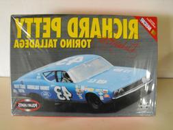 Polar Lights #43 Richard Petty Torino Talladega Stock Car Mo