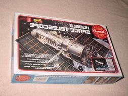 Skilicraft Hubble Space Telescope Plastic Model Kit #74638