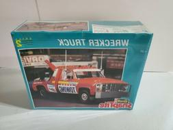 Revell SnapTite CHEVY WRECKER TOW TRUCK 1:25 Scale Kit No. 6