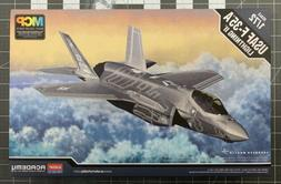 Academy USAF F-35A Lightning II 1/72 scale airplane model ki